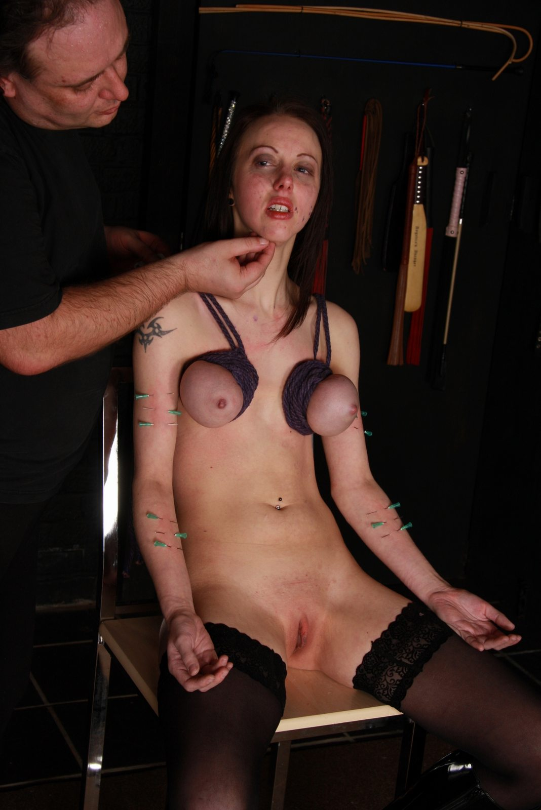 Пытки с зашитой пиздой 17 фотография